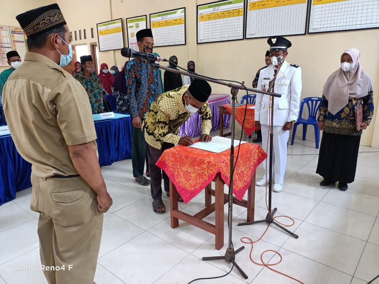 Pelantikan Kaur TU dan Umum Desa Waled Tahun 2021