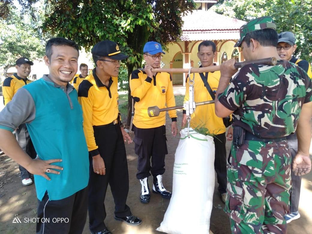 Kerja Bakti Kebersihan Lingkungan Dalam Rangka Hari Peduli Sampah Nasional Kecamatan Kemiri